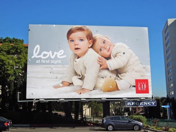 Pano quảng cáo tấm lớn